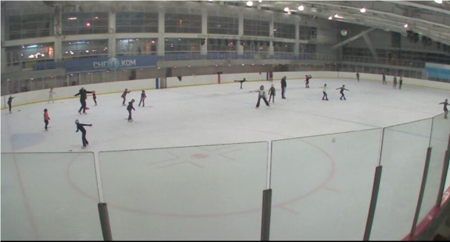 Ice Rink Live Cam - Moscow, Russia 🇷🇺 13
